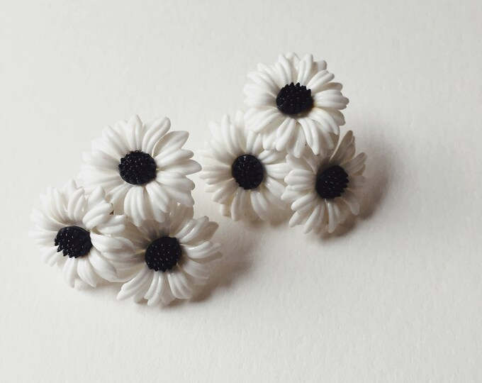 vintage flower earrings | flower earrings | vintage earrings | vintage statement earrings | clip on screw back earrings | Able Shoppe