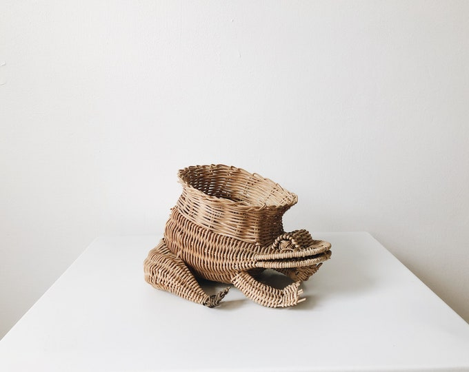 Vintage wicker frog basket / planter