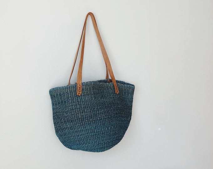 Vintage sisal tote with leather straps