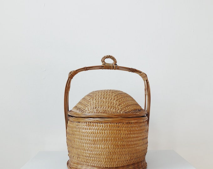 Chinese basket with lid and handle