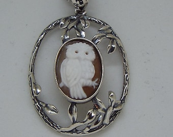 Master Hand carved Sardonyx Shell Cameo pendant set in sterling silver -A