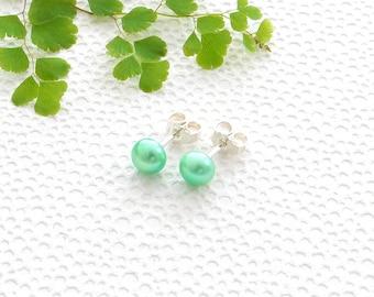 Green pearl studs in 925 sterling silver | freswater pearl earrings