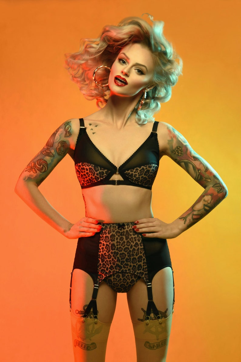 903240a2b Suspender Garter Belt Leopard Print 6 Y-strap Vintage Retro