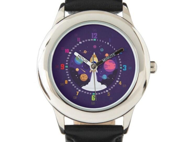 Armbanduhr EasyRead Lernuhr inkl. Download Tagesplaner, Übungsblatt, Basteluhr für Kinder ab 4 Jahren | Lila Rakete