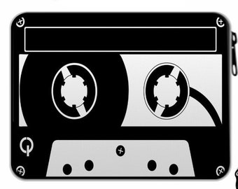 "Federmappe ""Musikkassette 80er Retro"", schwarz-weiss, befüllt Weihnachtsgeschenk"