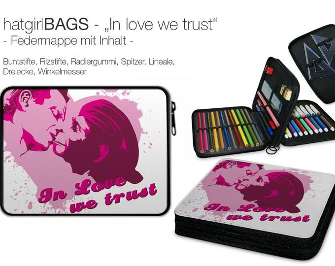 """Federmappe """"In love we trust"""", pink-weiss, befüllt Weihnachtsgeschenk"""