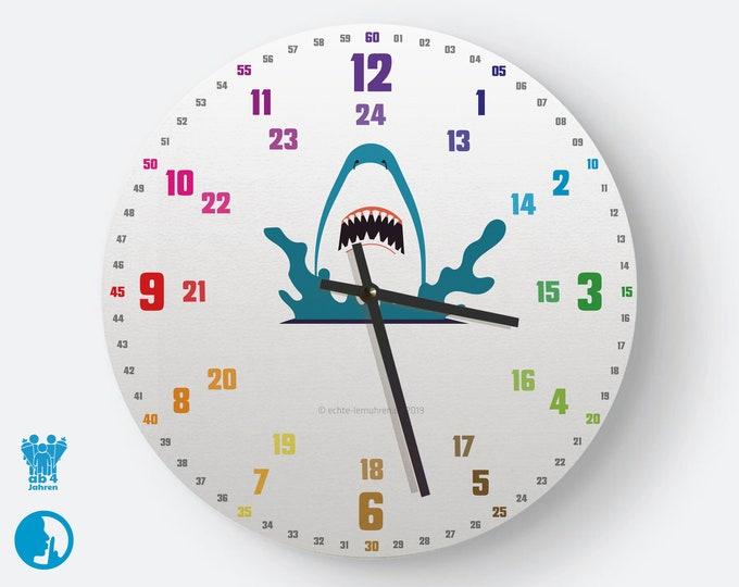 Lernuhrsystem als geräuschlose Wanduhr für Kinder inkl. Bastelbogen, Kalender und Übungsblättern | Hai | Schulanfang Weihnachtsgeschenk