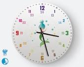 Personalisierbare Lernuhr für Kinder mit 24 Stunden Anzeige als Regenbogenuhr Geräuschlose Wanduhr | Regenbogenziffern Meerjungfrau