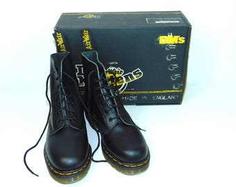 69ab850eccca Uk 6~Vtg. Rare New in Box 7 Eye Black Leather Fine Haircell Doc Martens -England-(size 6 UK)   (size 6.5 US Mens) (Size 8 to 8.5 US Womens)