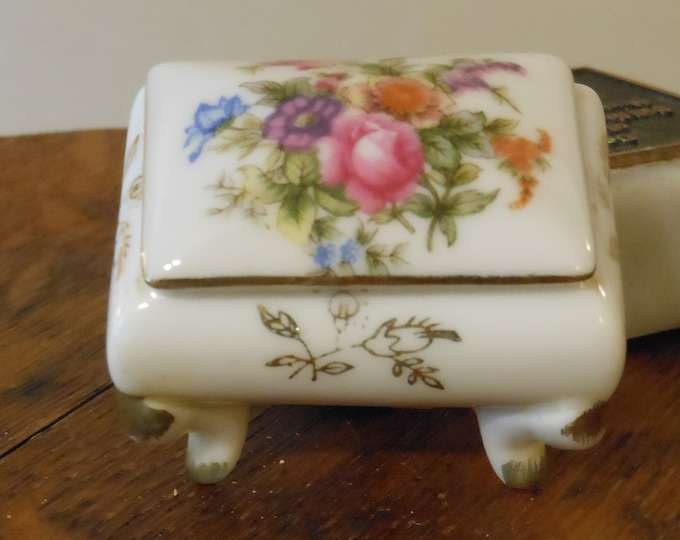 Small Footed Trinket Box with Floral Design (Crossed Swords, NE1889)