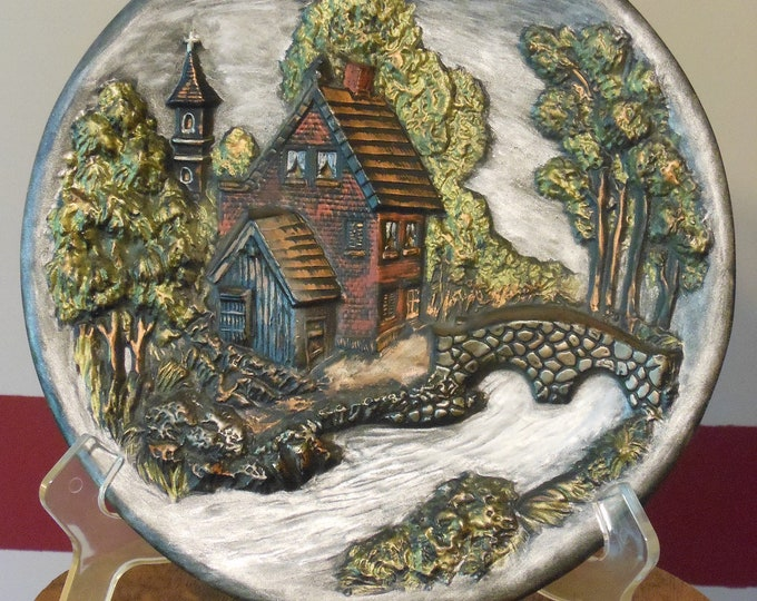 Vintage Collectible 3-D Ceramic Plate