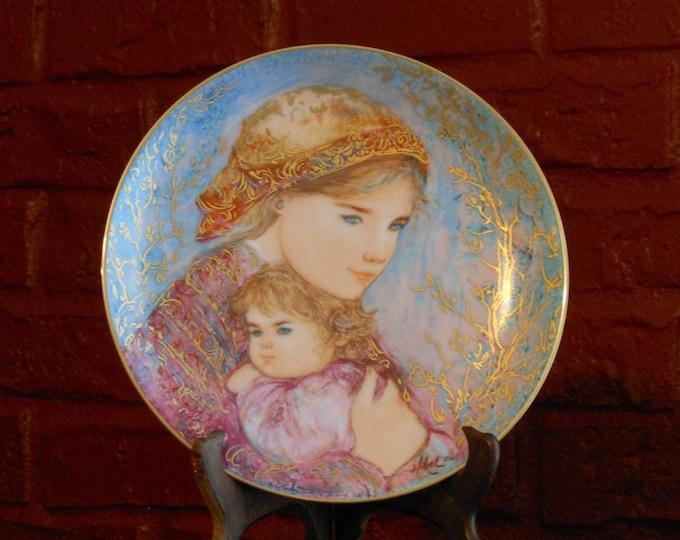 Edna Hibel  Mother's Day 1986 Plate