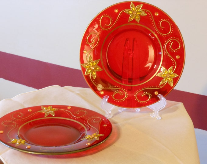 Red Christmas Opaque Decorative Plates