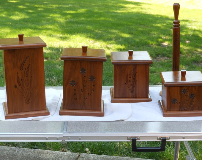 Wood Whittlers Four Canister and Towel Rod Set (9 pieces)