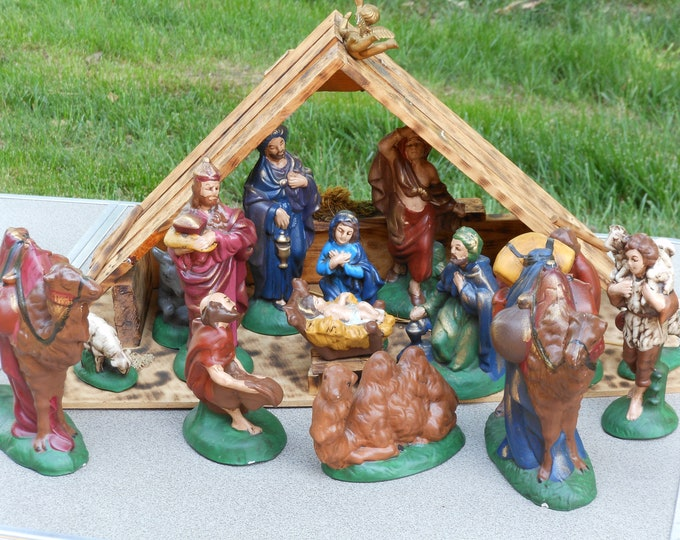 Vintage Atlantic Mold 20-Piece Hand Painted Nativity Set