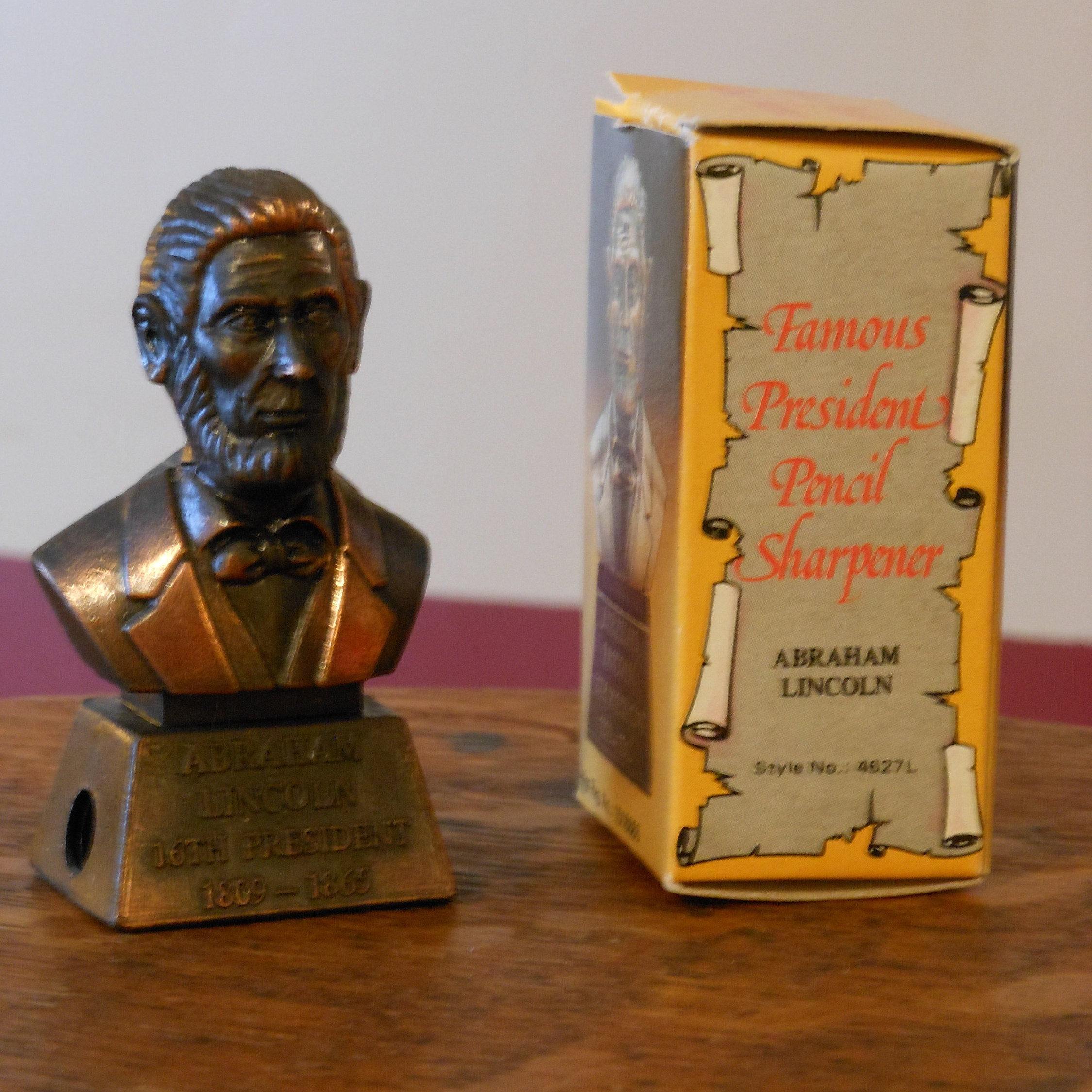 LINCOLN BUST BRONZE PENCIL SHARPENER NEW