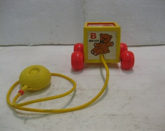 1970's Fisher Price Peek-A-Boo Block #760 Pull Toy fp07