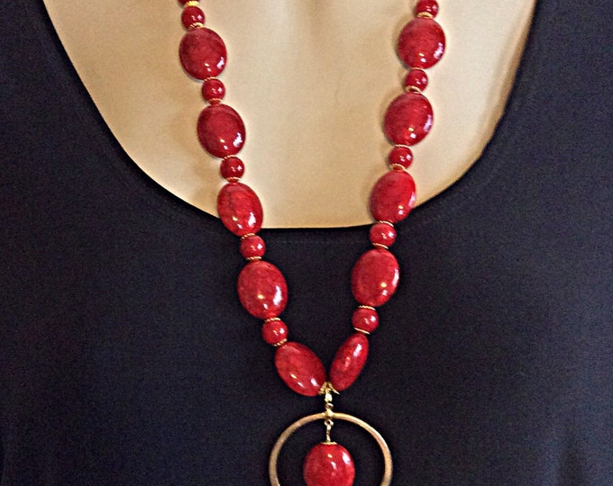 Red Stone Necklace, Bold Circle, Black Variegated Stone, Pendant Necklace, Sophicated Ladies Jewelry, Adjustable Affordable, Women's Gift