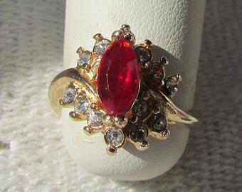 Vintage Victorian Style 10K Gold Heart Shaped Garnet Diamond Ladies Cluster Cocktail Dinner Statement Ring