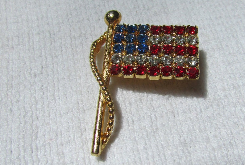 Vintage patriotic red white blue Waving American Flag  447303a99820