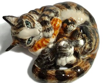 Cat figure, marmalade tabby  porcelain cat with Kittens Minnie