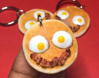 Happy smiley pancake keychain, handmade polymer clay miniature food, realistic miniatures, breakfast, polymer clay keychain, cute, gifts