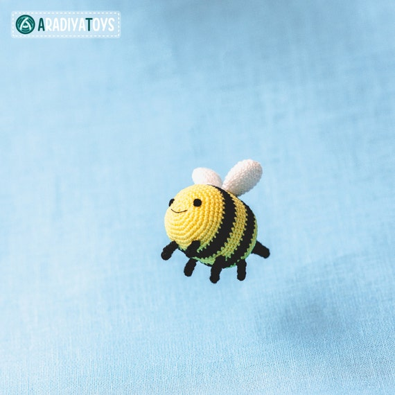 Free crochet pattern: Amigurumi bee rattle | 570x570