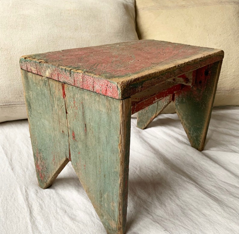 Tremendous Antique Vintage Milking Stool Chippy Green And Red Paint Primitive Wood Foot Stool Farmhouse Dairy Barn Pabps2019 Chair Design Images Pabps2019Com