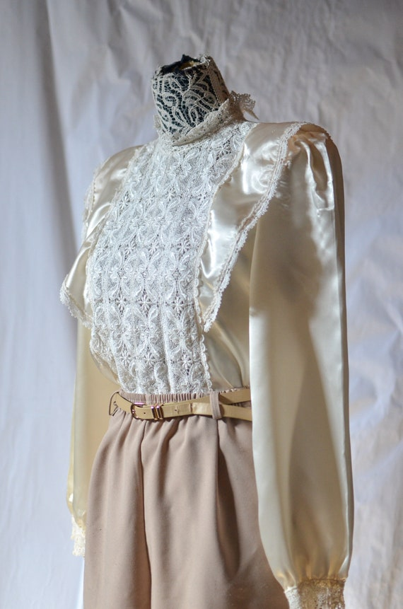vintage 80s victorian inspired intricate lace pane
