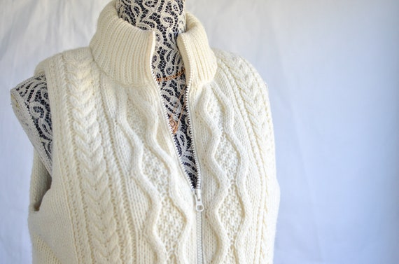 White Cable Knit Vest / Vintage Cable Knit Puffer