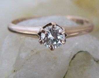 Victorian Solitaire Engagement Ring with 0.25 ct Round Brilliant Cut in 10k Pink Gold -JL986