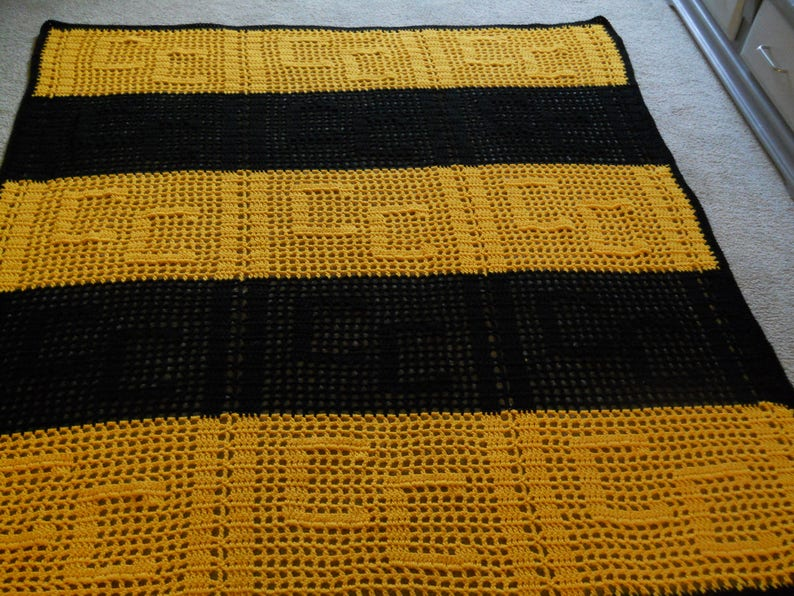 Personalized Initials AfghanBlanketThrow Crocheted Black /& Gold SchoolGraduationRetirementAnniversarySport TeamHouse WarmingEtc