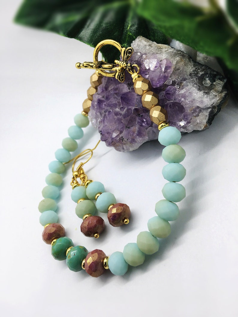 Dragonfly bracelet in turquoise and pink agate /& crystal bracelet with gold preciosa beads with matching earrings
