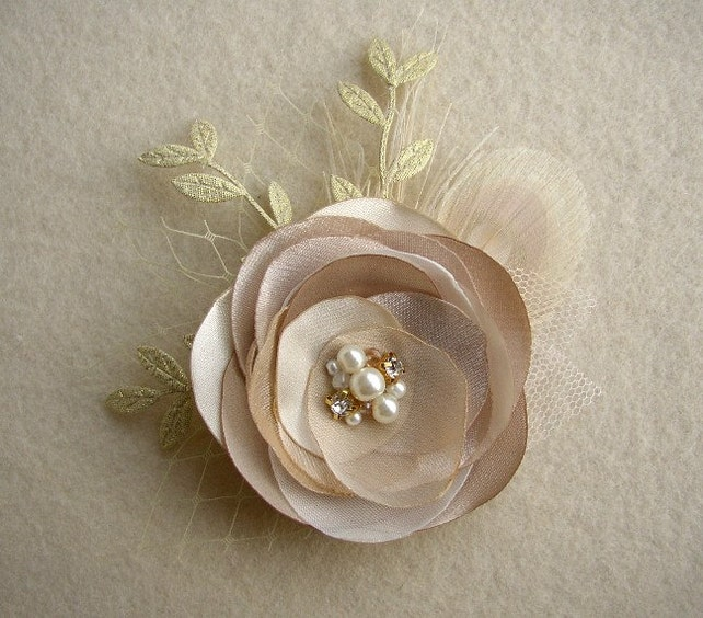 Gold Bridal Hair Clip, Gold Headpiece, Champagne Wedding Hairpiece, Gold Leaf Hair Acessories, Feather Bridal Fascinator, Woodland Wedding