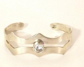 Double Scallop & Crystal Cuff Bracelet 925 Sterling Silver gw15-545