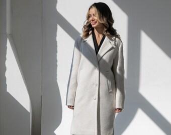 Demi-season coat with cuts in wool, Coat in light colors