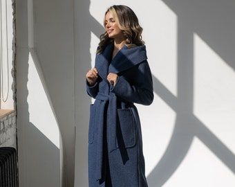 Demi-season wool coat with a hood and patch pockets
