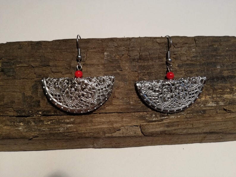 Unique Filigree earring made of rhodium plated filigree metal and with natural coral,turquoise or natural fresh water pearl