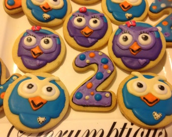 12 Giggle and Hoot iced cookies.