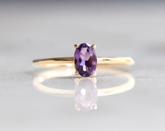 14K Gold Oval Amethyst Ring