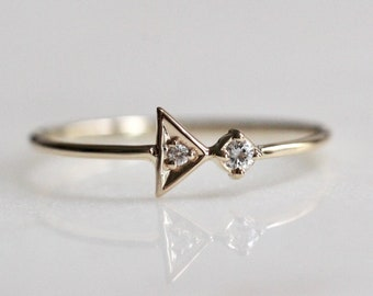 "14K Gold Diamond ""Arrow Points Bling"" Ring"