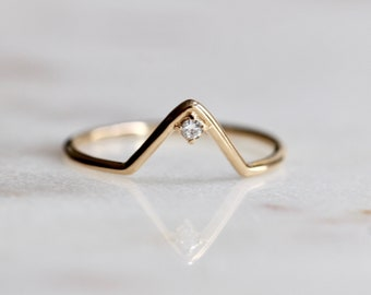 14K Diamond Chevron Ring, V Ring, Solitare Ring, Solid Gold, Minimal Jewelry, Stacking Ring, Wedding Band, Triangle Ring