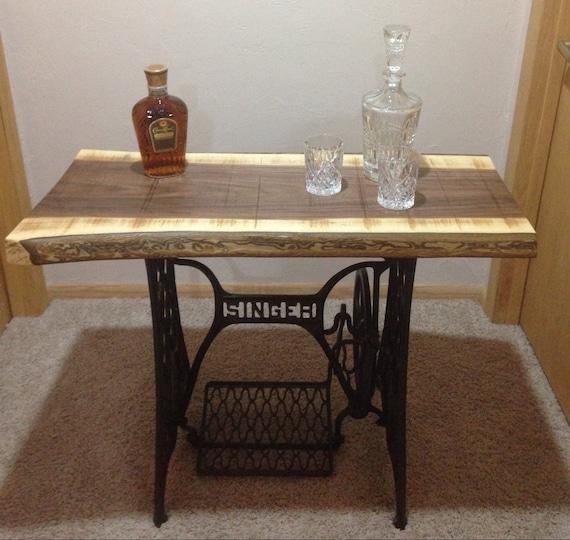 Superbe Black Walnut Singer Sewing Machine Table