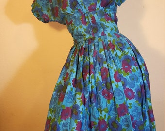 FREE  SHIPPING   Vintage 1950 Fit and Flair Dress