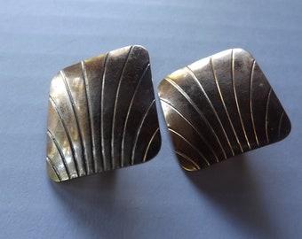 Vintage Gold Square Earrings / Vintage Earrings / Gold Earrings / Vintage Clip On Earrings