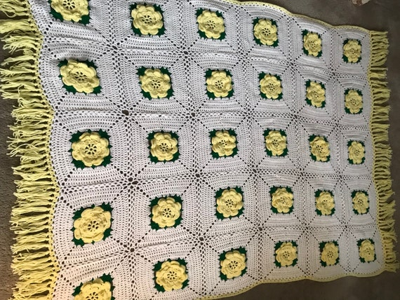 Hand Crochet Yellow and White Floral Afghan ~ Yellow Flowers Throw ~ Spring Floral Blanket~ Hand Knit Floral Throw ~ Think Spring ~ Decor