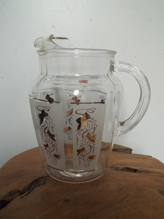 Vintage Pitcher. Vintage Kitchen Pitcher, Vintage Glass, Gold Leaf Pattern, Retro Kitchen, Glam Kitchen, Holiday Gift Idea