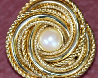 Faux pearl and  metal scarf brooch