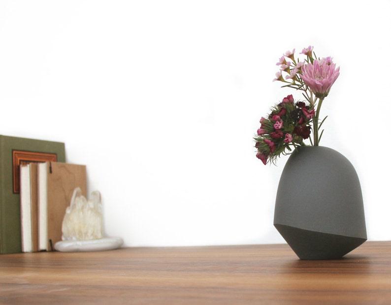 slip cast porcelain matte birdie vase image 1