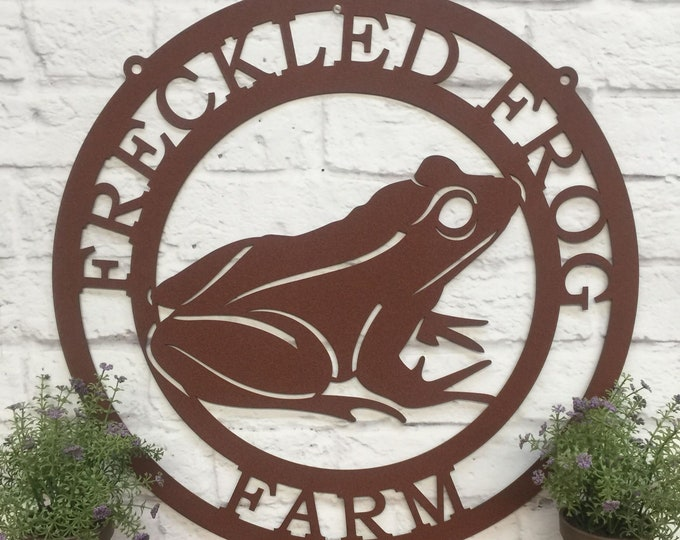 Tree Frog Metal Garden Sign | Personalized Outdoor Yard Sign for Spring and Summer | Weatherproof Amphibian Porch or Backyard Decor